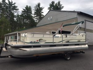 22' Pontoon Boat