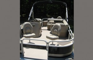 20' Bennington Pontoon Boat