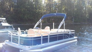 22' Bennington Pontoon Boat